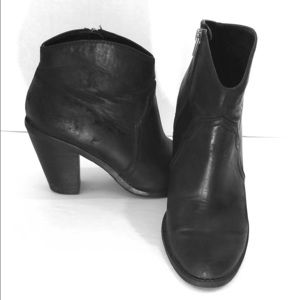 DV8 by Dolce Vita boots in Black